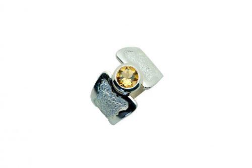 anillo de plata con citrino