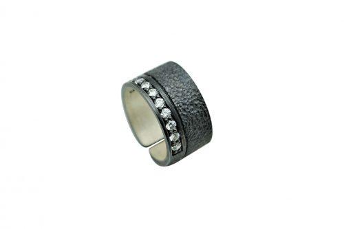 anillo de plata con circonitas